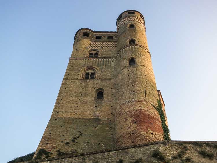 serralunga castle