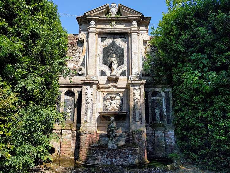 villa oliva fountain