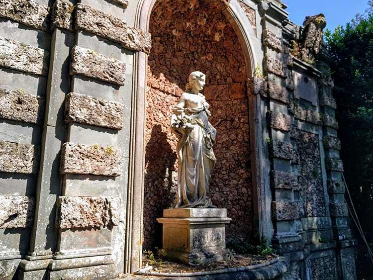 villa oliva sculpure