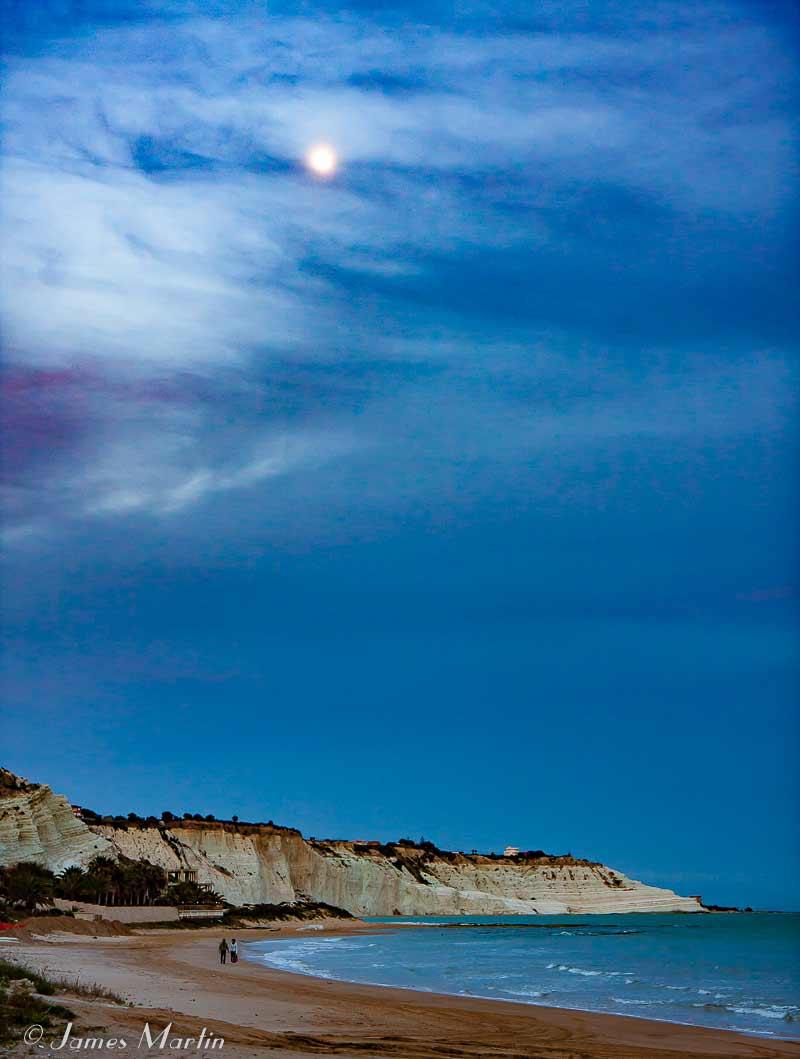 turkish steps moonlight