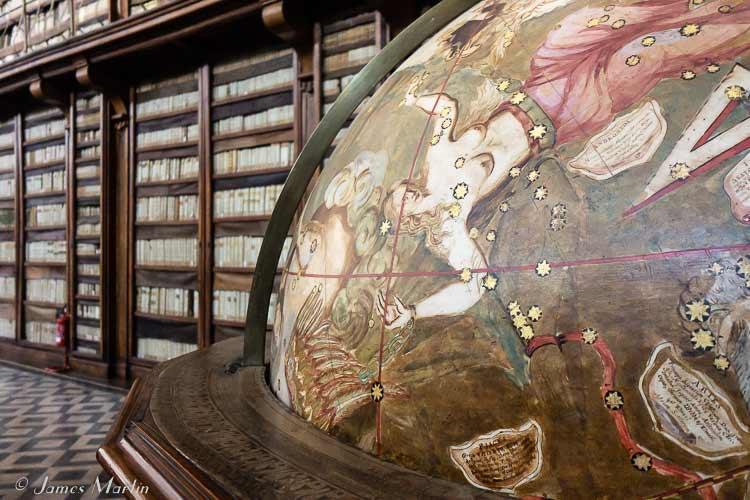 Casatenense Library Globe