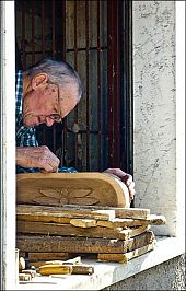 vinca woodcarver picture