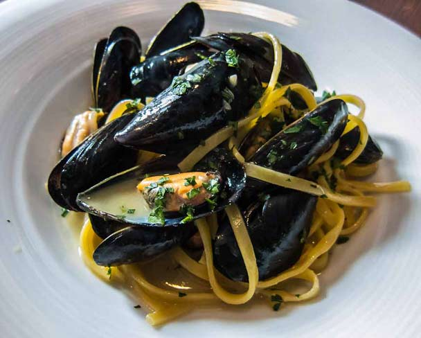 pasta with mussels picture