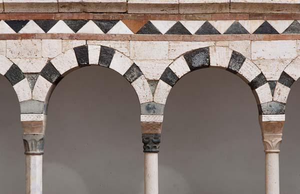 romanesque columns picture