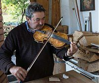 carlo the violin restorer