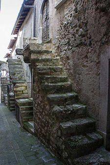 castelvecchio calvisio stairs