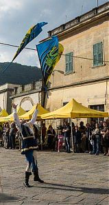 fivizzano sapori flag throwing picture