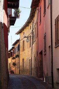 langhe enclosed street