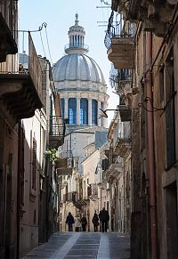 ragusa enclosed street