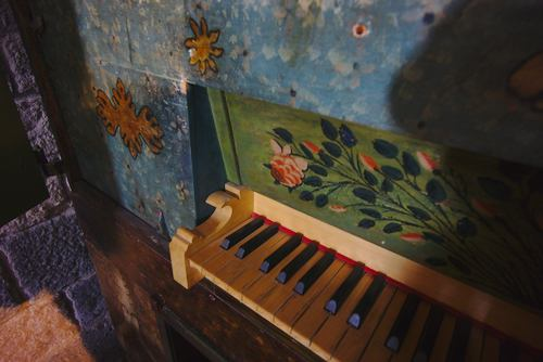 organ keyboard picture