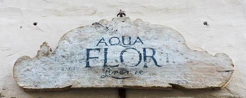 aqua flor sign