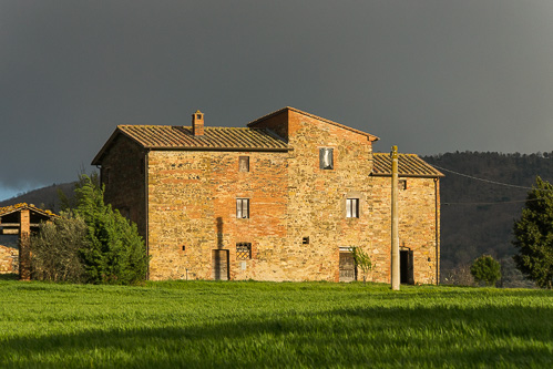 umbria farmhouse picture