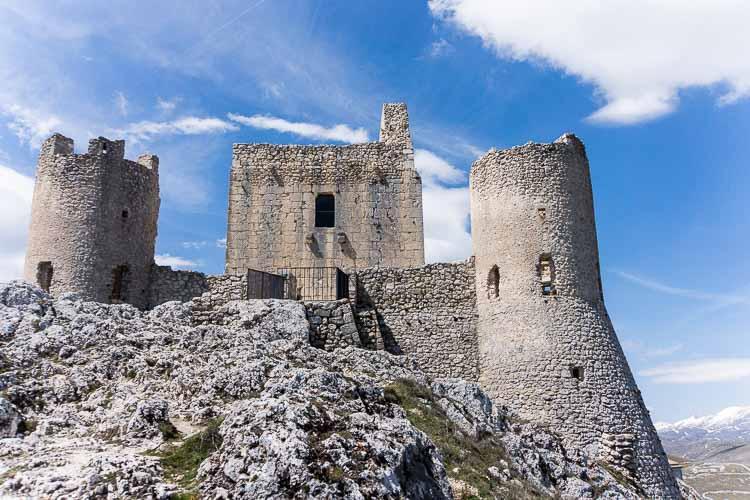 abruzzo castle picture