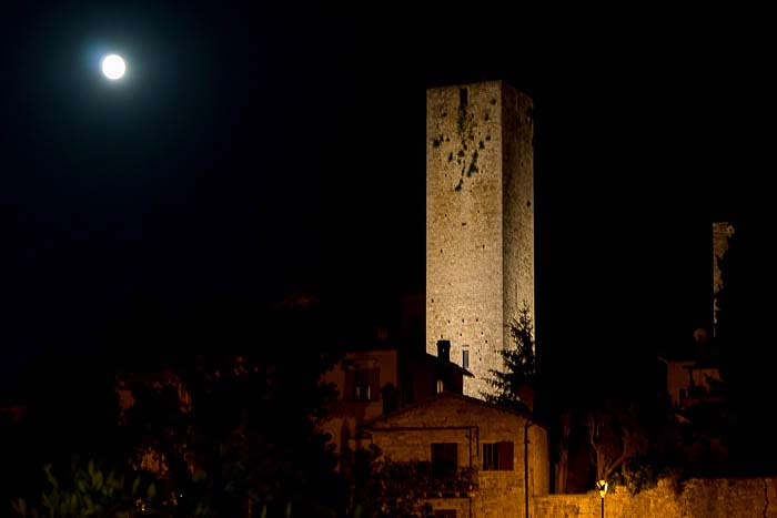 ascoli tower night picture