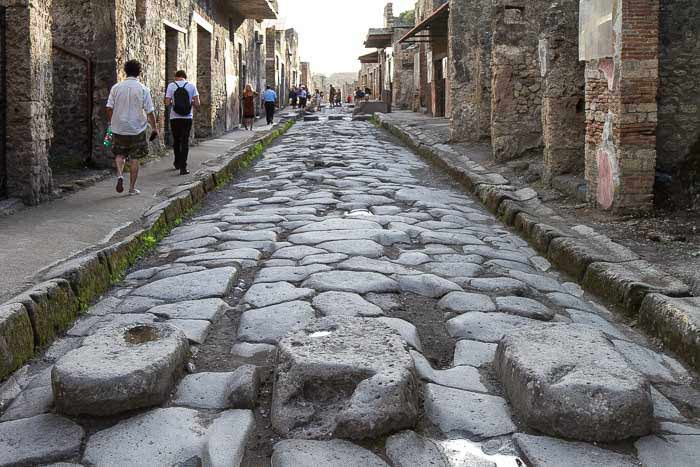 street in pompeii picture
