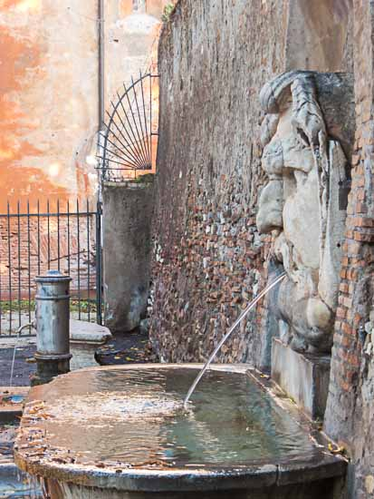 santa sabina fountain
